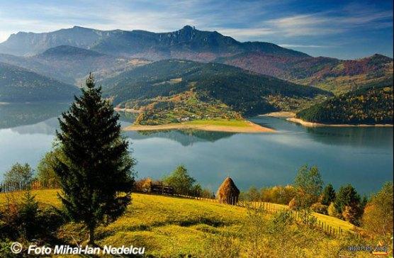 Lacul-Izvorul-muntelui   (de Mihai Ion Nedelcu)