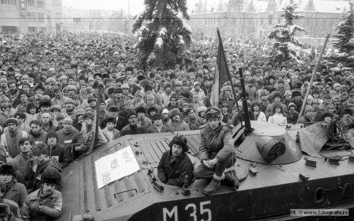 1-Vrem-o-presa-libera-22-Dec-1989-Foto-Dinu-Lazar