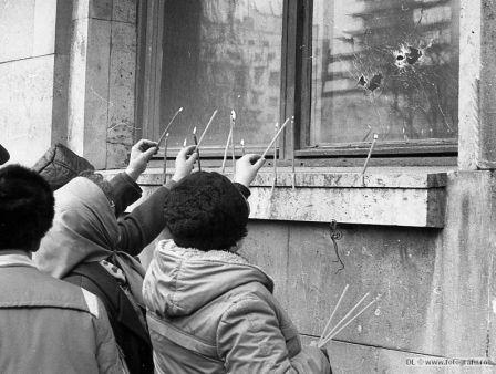 7-In-Piata-Universitatii-la-Arhitectura-22-Dec-1989-Foto-Dinu-Lazar