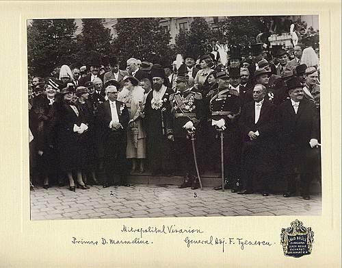 10 Mai 1936 Mai - La Cernauti, alaturi de primarele orasului,de Ziua Regelui