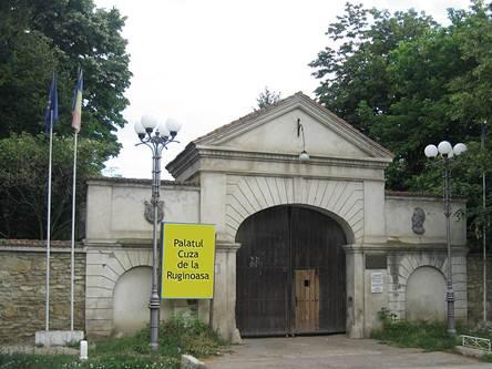 Palatul-Cuza-ruginoasa (1)